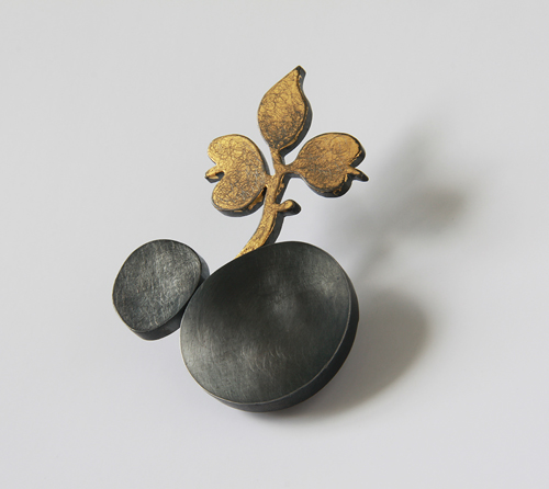 FLOREAT, brooch, 2011, silver, patina, leaf gold, 60 mm
