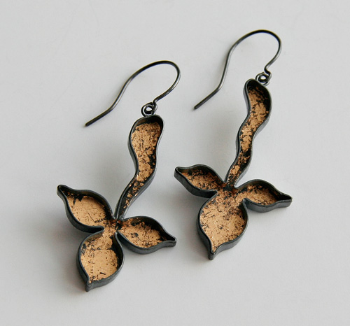 UNKNOWN PATH, earrings, silver, patina, leaf gold, 40 mm, 2008